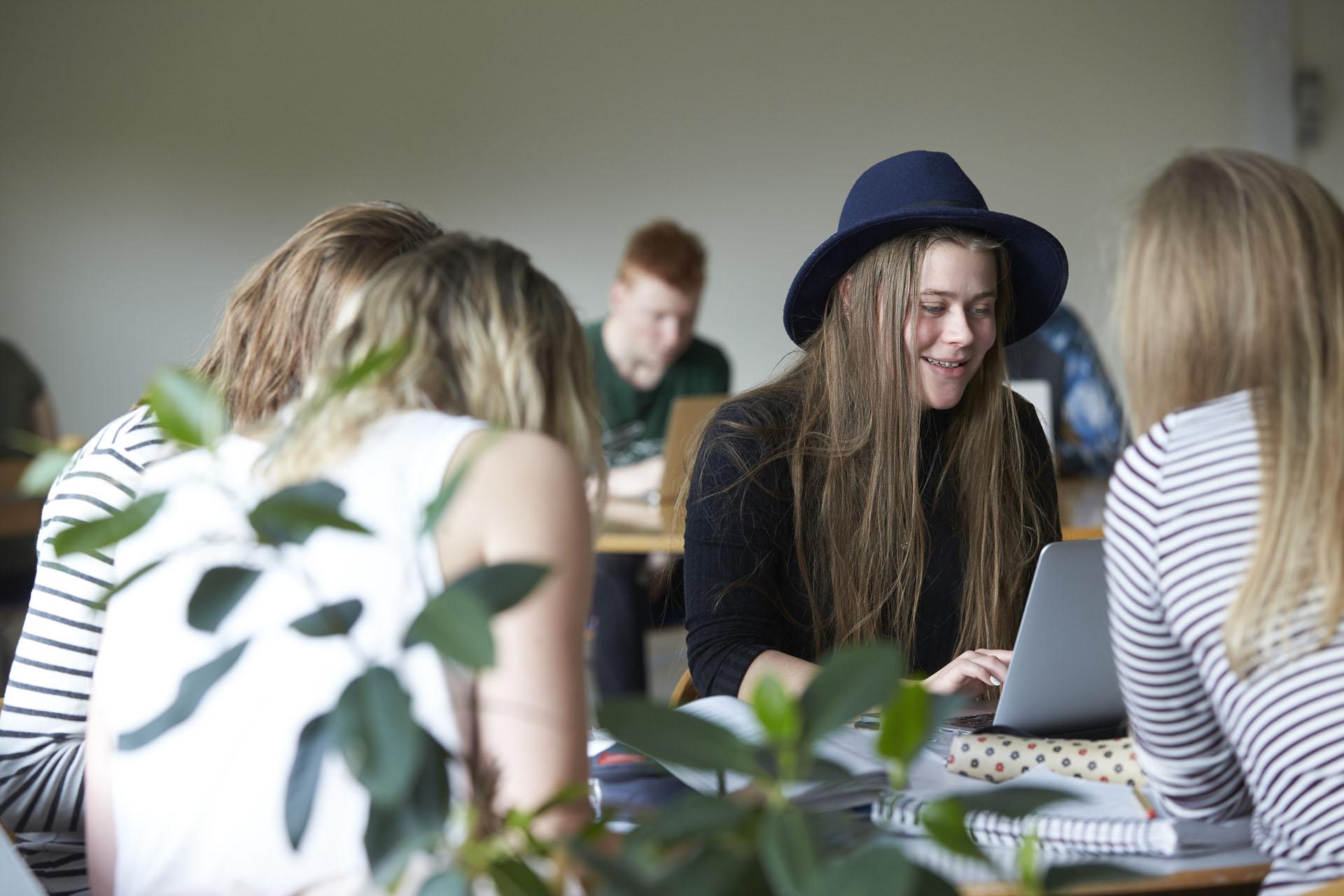 piger i studiegruppe