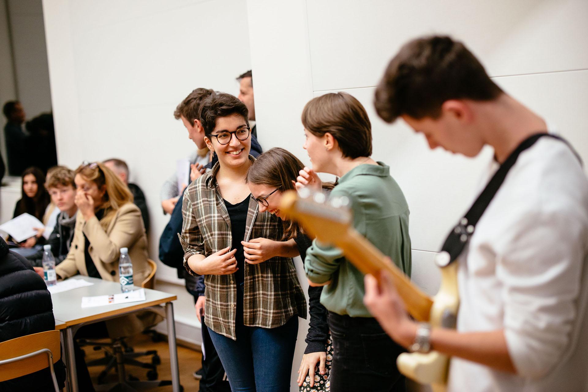 elever spiller musik
