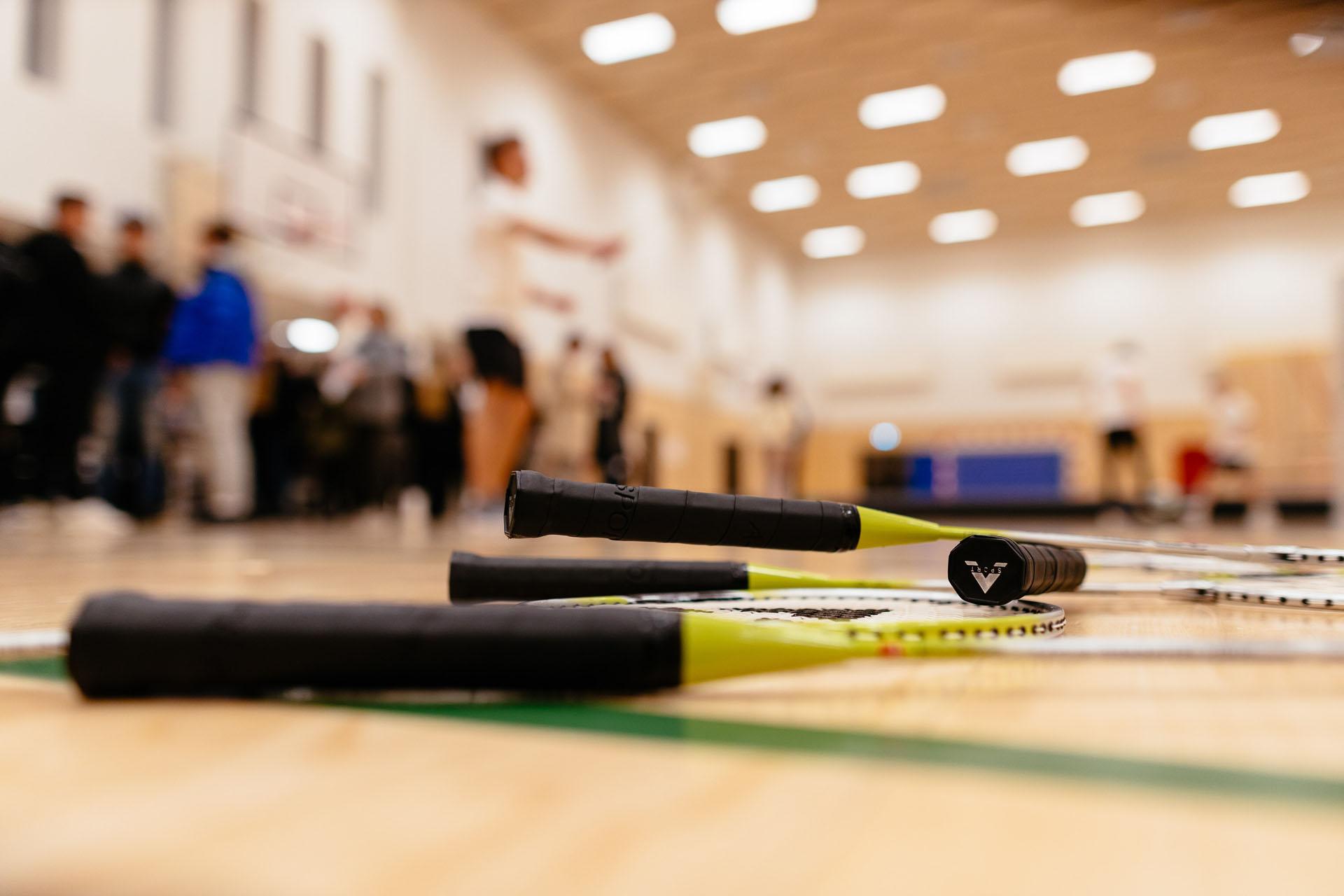 badminton ketjere i gymnastiksal